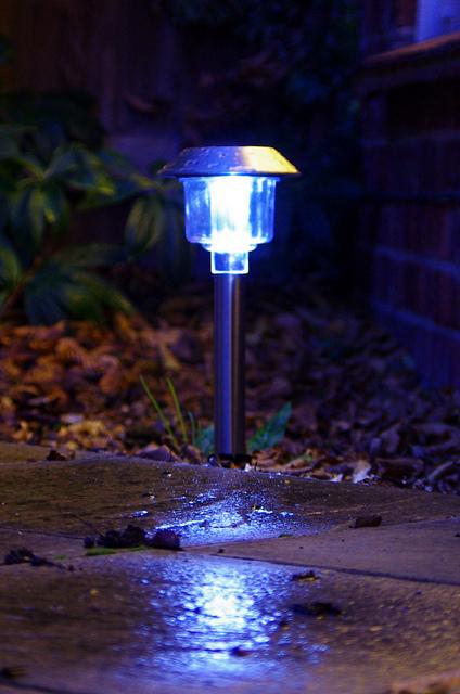 Praktyczne porady – oświetlenie ogrodu